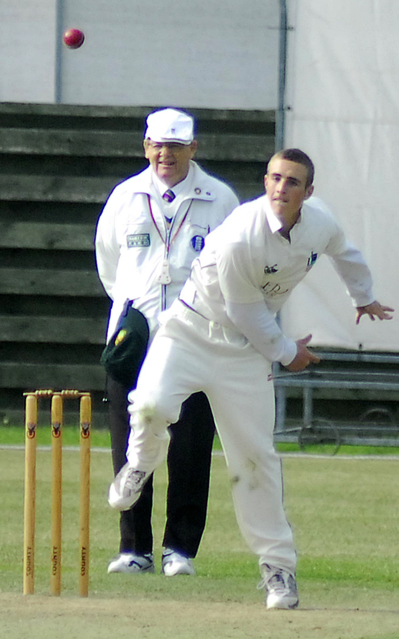 Thames Valley League Seven Wickets For Ben Harris Puts Windsor Cricket Club Back On Track