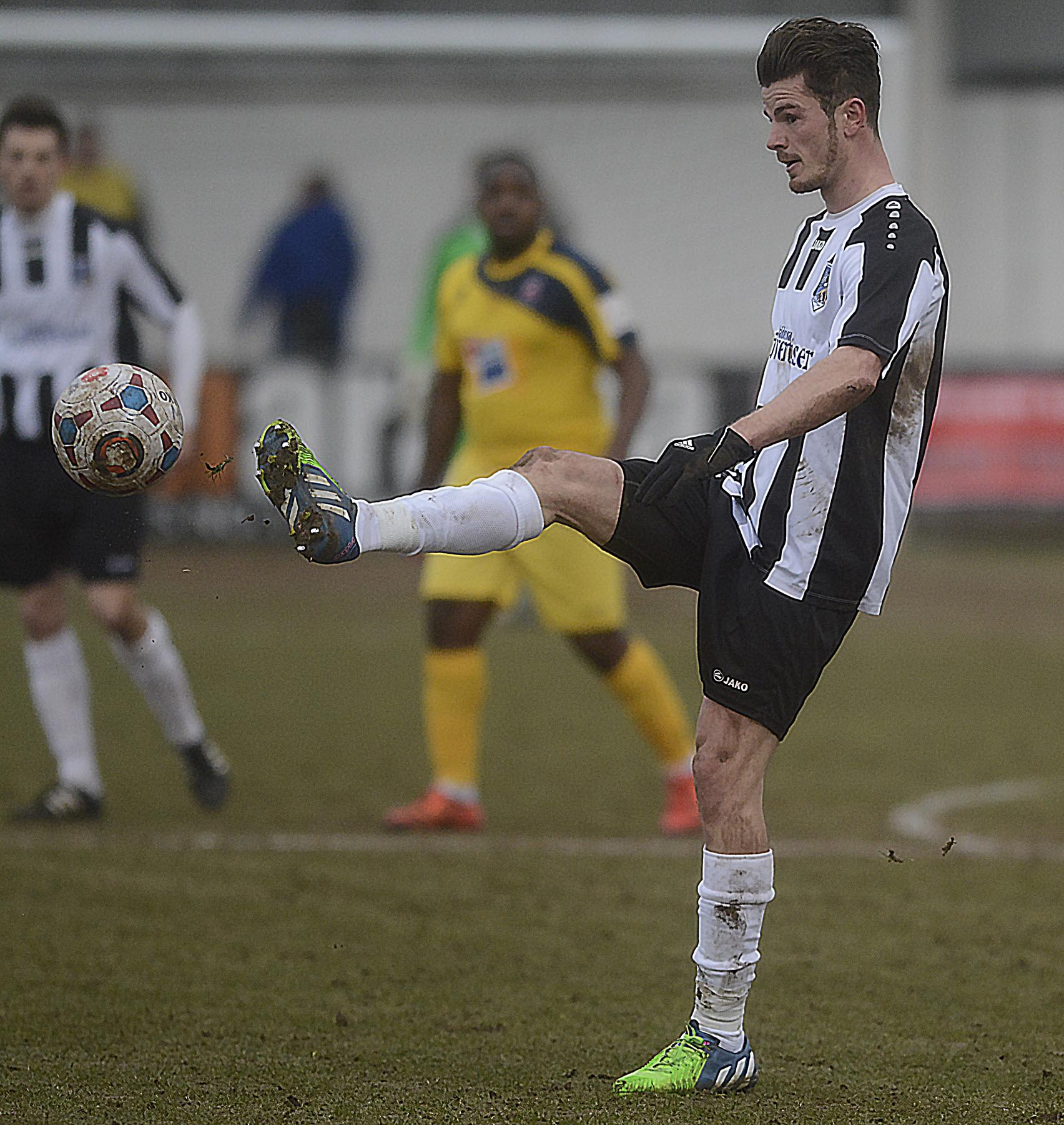 Ryan Upward scored the winning goal in injury time as Maidenhead United beat Havant & Waterlooville 2-1 in the FA Cup.