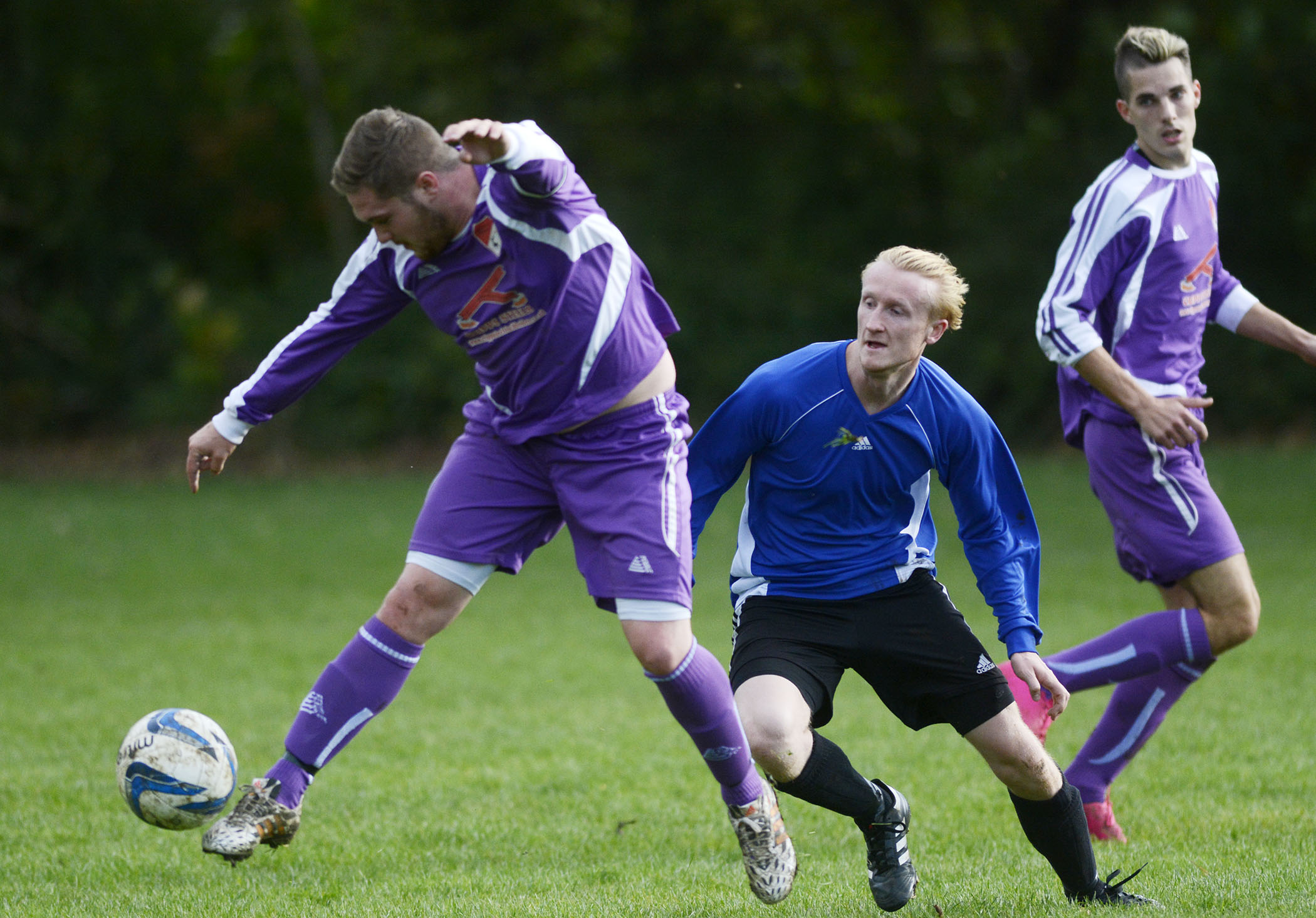 Wraysbury Village (purple) suffered a 4-1 defeat on penalties to Bracknell Royals in the Berks & Bucks Junior Trophy on Sunday.