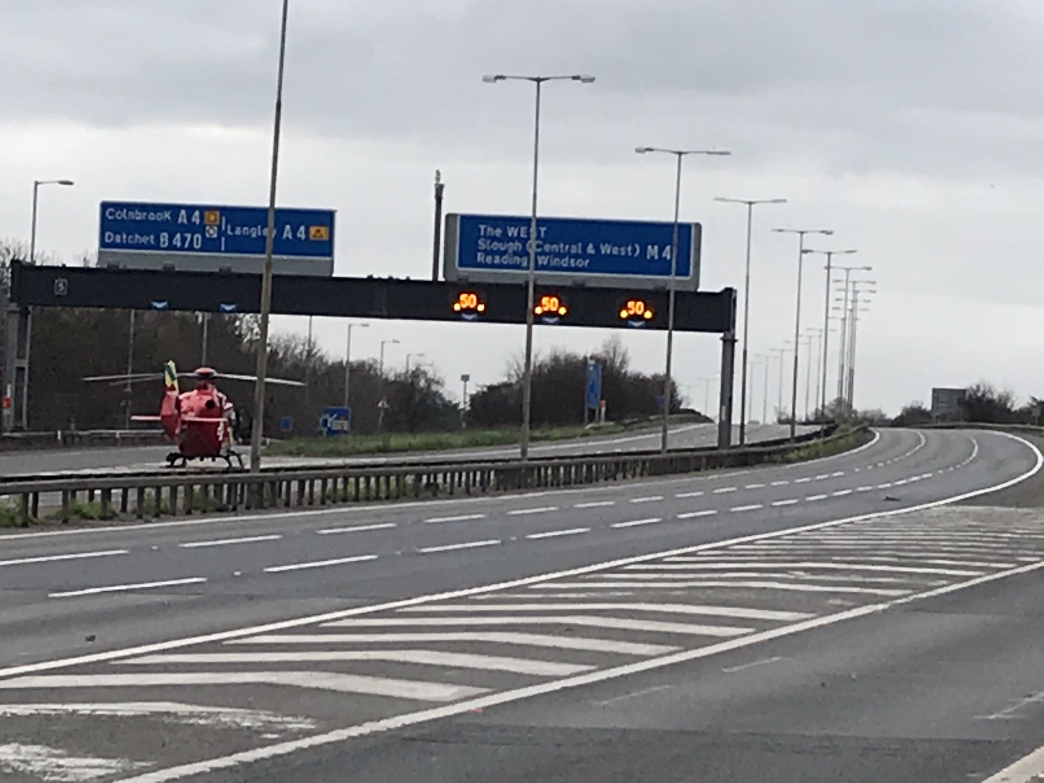 Air ambulance halts traffic on the M4